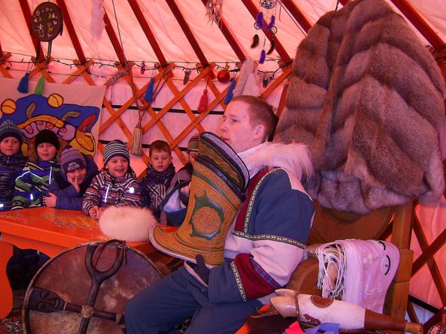 Первоклашки присоединились к кочевым племенам.