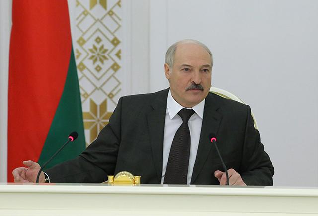 Александр Лукашенко на совещании об актуальных вопросах развития страны.